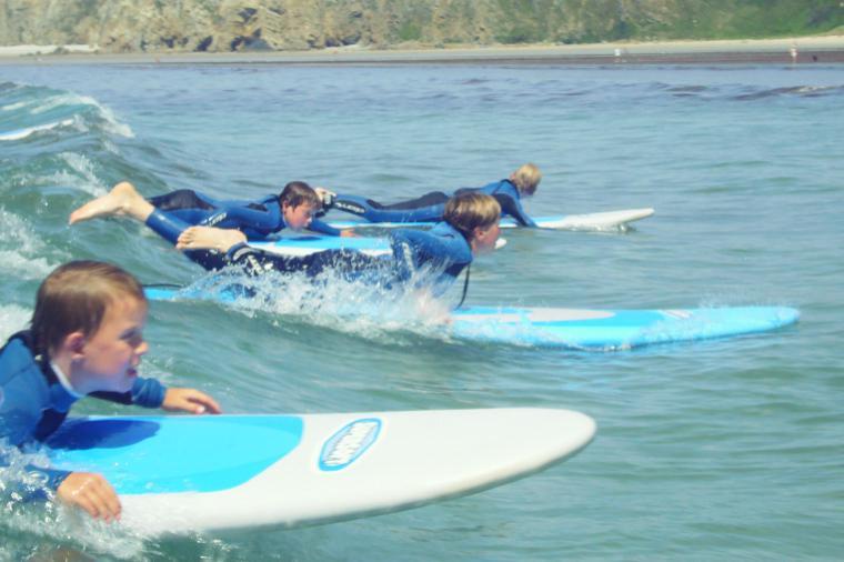 der Kinder Surfkurs